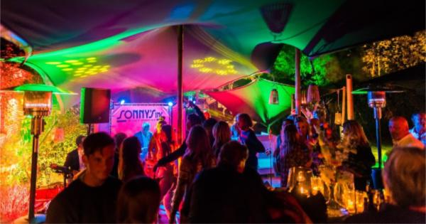 Feest in Eindhoven - Sonny's Inc - De Entertainmentband van Nederland -